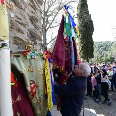 "SANT MEDIR arribada de la bandera a sant Medir • <a style=""font-size:0.8em;"" href=""http://www.flickr.com/photos/51371634@N05/46353951185/"" target=""_blank"">View on Flickr</a>"