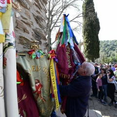 "SANT MEDIR arribada de la bandera a sant Medir • <a style=""font-size:0.8em;"" href=""http://www.flickr.com/photos/51371634@N05/46353951125/"" target=""_blank"">View on Flickr</a>"